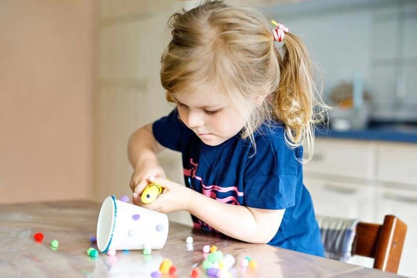 Bastelkleber-Test-loesemittelfreier-kleber-Kinder