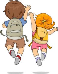 Kindergartenrucksack Test Zwei Kinder mit Rucksack