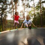 Kindertrampolin Test 2019: Den Garten von oben entdecken