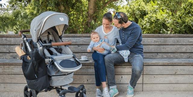 Familie mit bonavi Kombikinderwagen